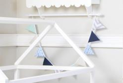 Bandeirinha de Tecido em Patchwork para Quarto de Bebê Azul Montessoriano